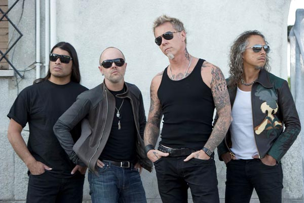METALLICA PARTNERS WITH SHARKS