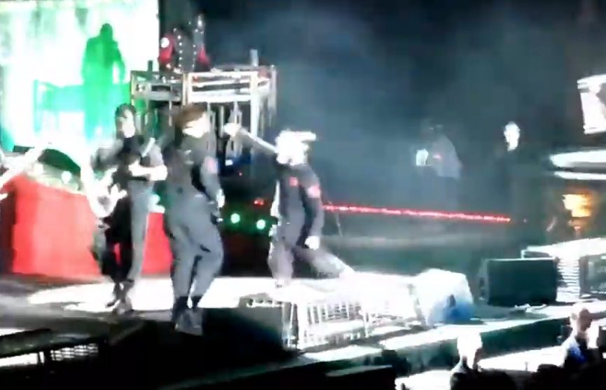 Corey Taylor Punches Jim Root